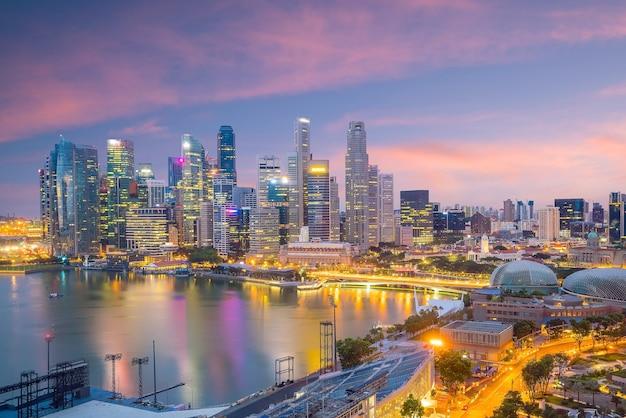 황혼에서 싱가포르 시내 스카이 라인 베이 지역