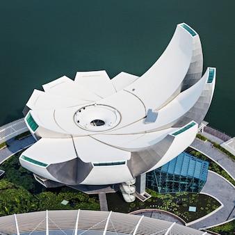 싱가포르 - 2014년 10월 18일: artscience museum은 싱가포르의 통합 리조트인 마리나 베이 샌즈의 명소 중 하나입니다.