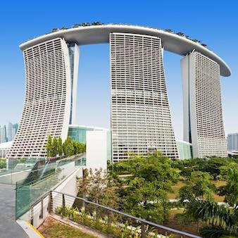 シンガポール-2014年10月18日:マリーナベイサンズは、シンガポールのマリーナベイに面した統合型リゾートです。