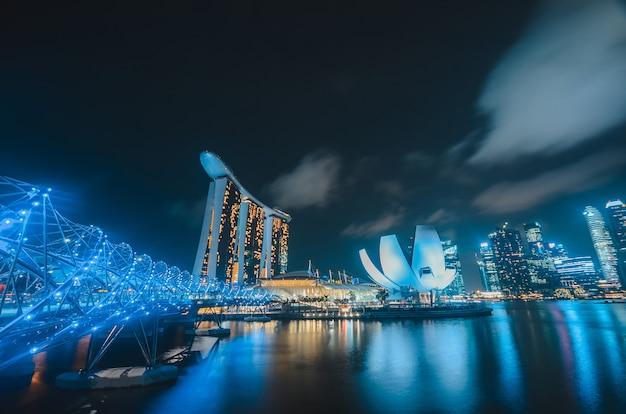 밤에 싱가포르 스카이 라인