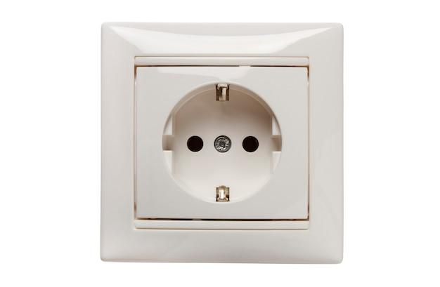 흰색에 고립 된 장식 프레임에 접지 접점이있는 단상 가정용 전기 콘센트