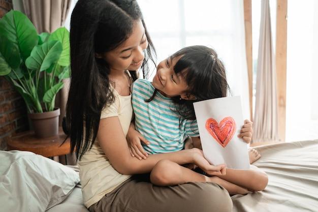 Sister giving surprise love card Premium Photo