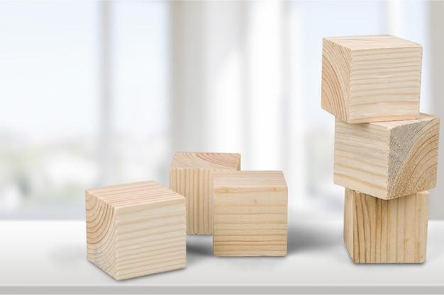 Шесть деревянных кубиков, вид крупным планом