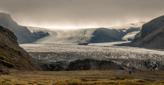 Скафтафетль в дневное время в скафтафетле, исландия