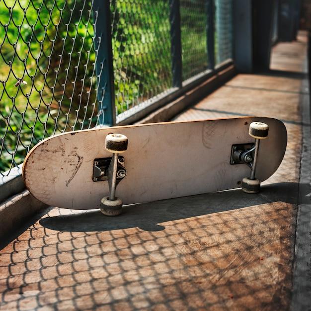 スケートボードスケータースケートスキルスペーススポーツストリートコンセプト