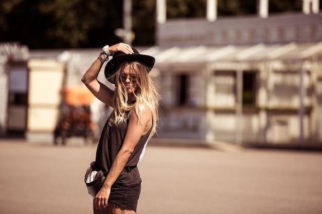 Skater girl posing