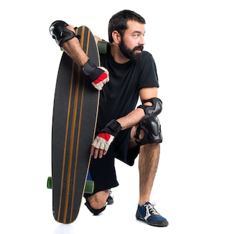 측면을 보는 스케이팅 선수