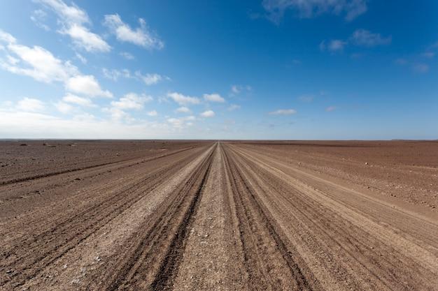 スケルトン海岸未舗装の道路、ナミビア、アフリカ