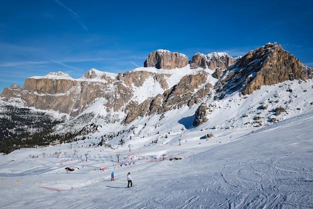 이탈리아 dolomites에 스키 리조트
