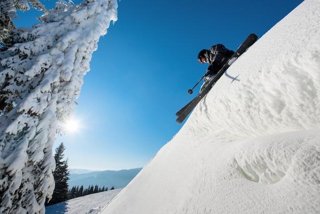 산에서 슬로프에 스키
