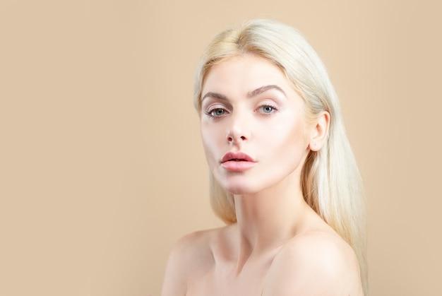 Уход за кожей красота женщина естественный портрет без макияжа