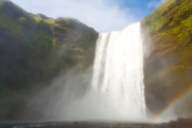 Скоугафосс падает в летний сезон, исландия Premium Фотографии