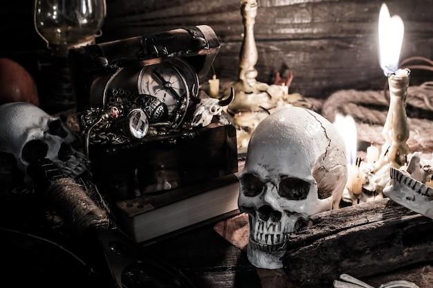 Череп и страшная сцена на хэллоуин