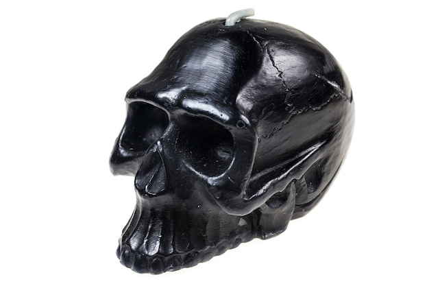 Свеча черепа на белой предпосылке.