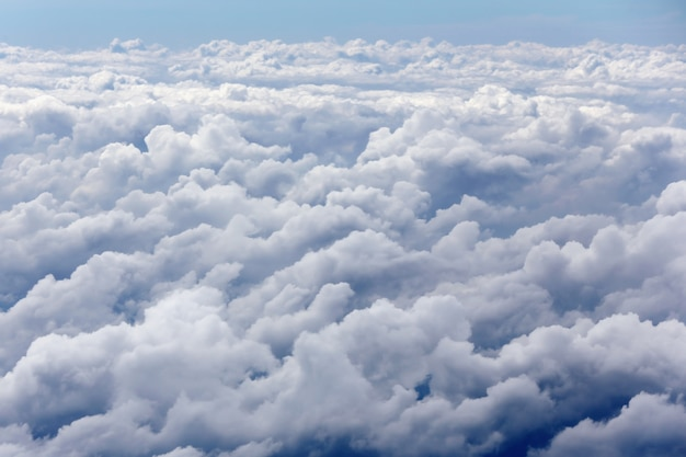 Небо над облаками, вид с самолета