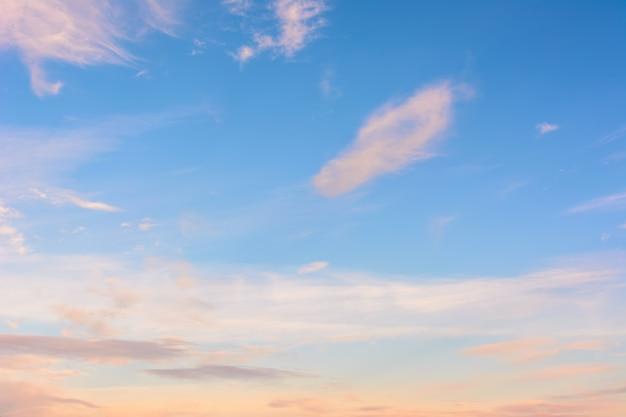 일몰에 하늘입니다. 하늘 배경입니다.