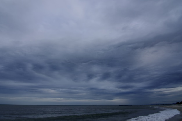 The sky in the rainy season is at the sea.