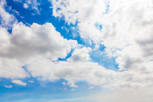 흰 구름과 하늘