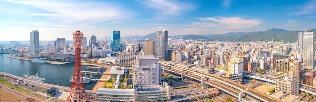 日本のスカイラインと神戸港