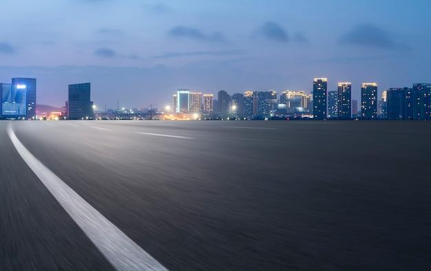 Горизонт скоростной автомагистрали и архитектура циндао