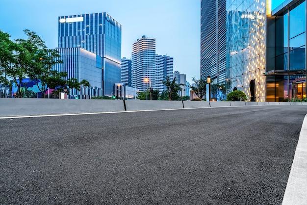 고속도로 포장 및 상하이 건축 경관의 스카이 라인