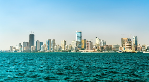 Горизонт манамы от персидского залива