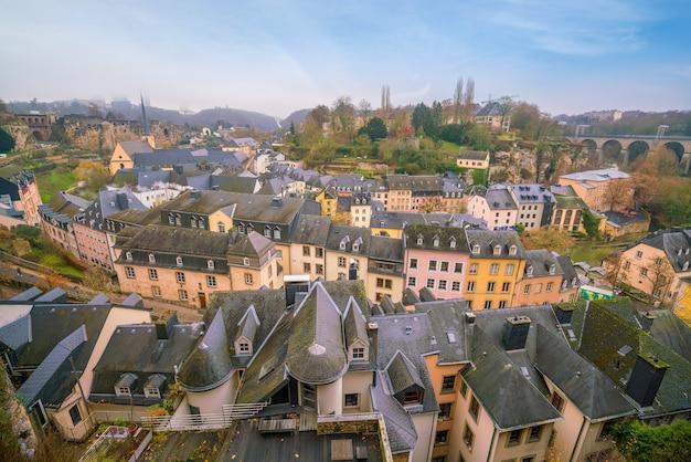 ルクセンブルクの上面から見たルクセンブルク旧市街のスカイライン