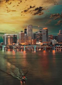 Линия горизонта панорама майами флорида здания мост в центре города