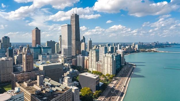 Чикаго skyline воздушный беспилотный вид сверху, город чикаго небоскребов города и озеро мичиган городской пейзаж, штат иллинойс, сша