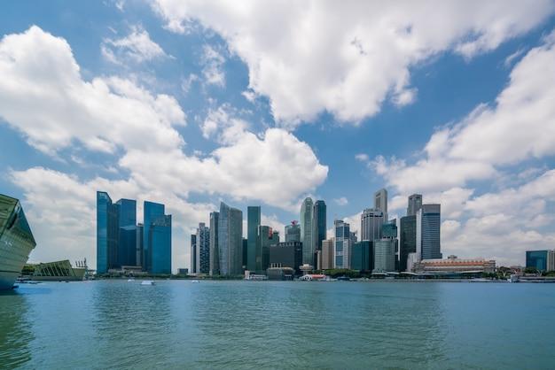 Сингапур skyline на рассвете в марина бэй