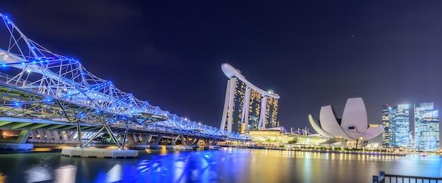 Сингапур skyline и вид на залив марина