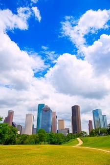 Хьюстон техас skyline современные небоскребы и голубое небо