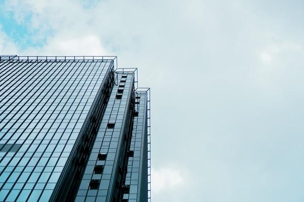超高層ビルとビジネスセンターの塔、青い空、ビジネスコンセプト。バナー