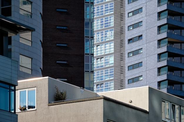 超高層ビルのファサードをクローズアップ Premium写真