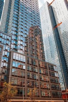 Небоскребы и здания на манхэттене. архитектура манхэттена и нью-йорка