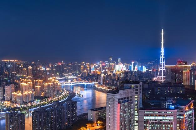 夕日の超高層ビル