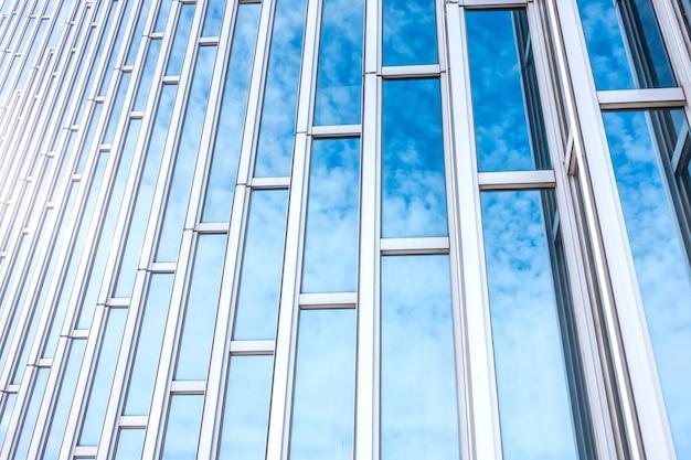 현대 대만 도시의 낮은 각도에서 바라본 고층 빌딩