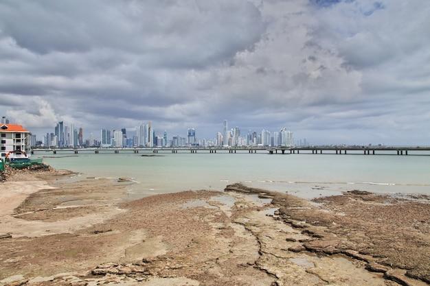 Небоскребы в пунта пайтилья в городе панама, центральная америка
