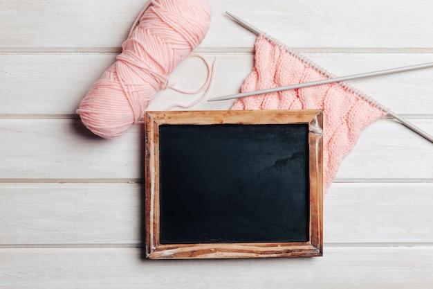 분홍색 양모에 슬레이트