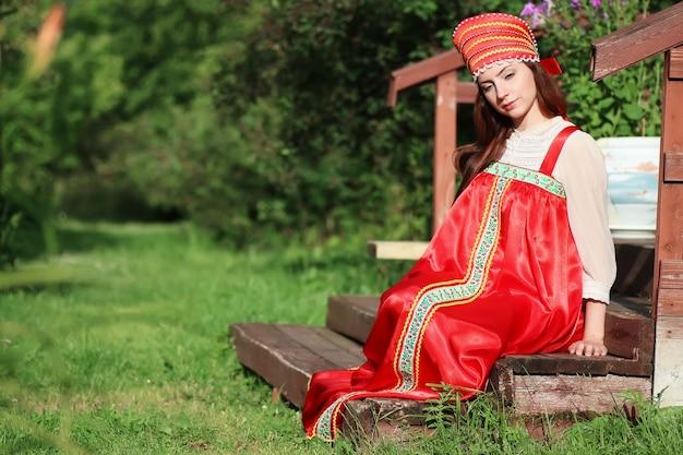 Славянка в традиционном платье