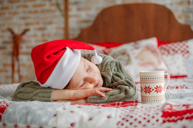 クリスマスに眠っている少年
