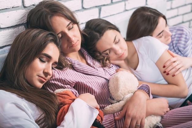 若者の睡眠グループ。