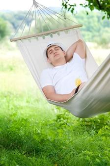 ハンモックで寝る