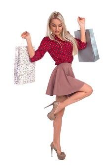 Стройная девушка с сумками