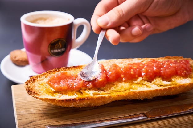 Slice of baguette with tomato