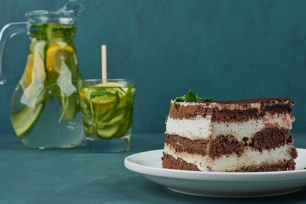 A slice of chocolate cake with mojito.