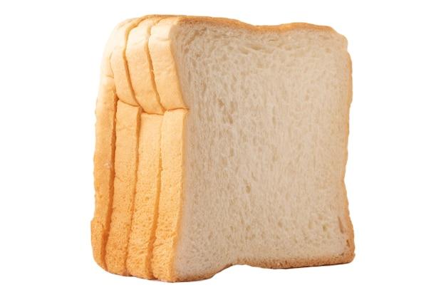Кусок хлеба на белой предпосылке и изолированный с путем клиппирования.