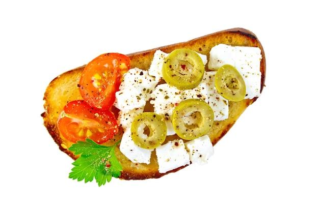 分離されたチーズ、トマト、オリーブとパンのスライス