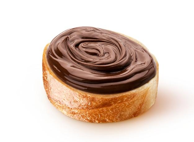 Ломтик хлеба с шоколадным кремом с фундуком