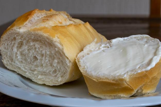 豆腐とフランスのパンのスライス。